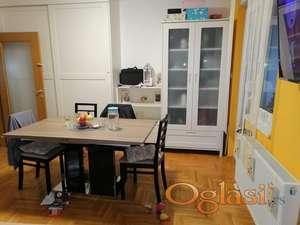 Prodajem dvosoban stan u centru Sombora