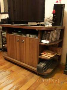 Prodajem komodu za televizor dimenzija 80cm/60ccm/120cm