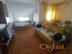 Stan u novijoj zgradi, izuzetnog rasporeda, bez ulaganja. -ADRIJANA-0631678412