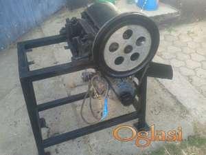Stara fabricka masina za drobljenje  seckanje granja 420 E
