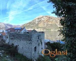 Prodaje se stara kamena rusevina u Kotoru na 30m od mora