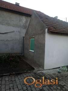 Prodajem kucu u Jermenovcima