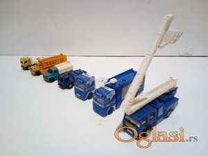 Set - sedam kamiončića