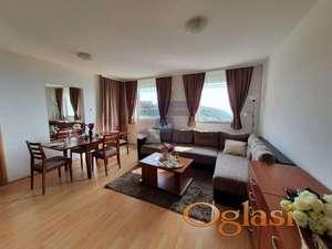 **SAMO KOD NAS** Predstavljamo vam odličan dvosoban stan-apartman na Kopaoniku u vikend naselju Jolly Kop