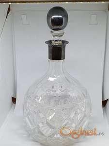 Starinska kristalna flaša za vino