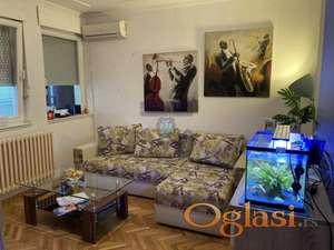 Odličan uknjižen jednoiposoban stan u blizini Bulevara.