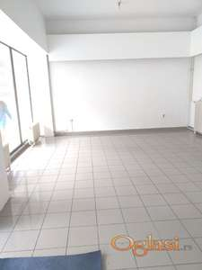 NA BULEVARU,LOKAL 150 m2 SA VELIKIL IZLOGOM...
