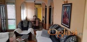 Lep trosoban stan u Durlanu