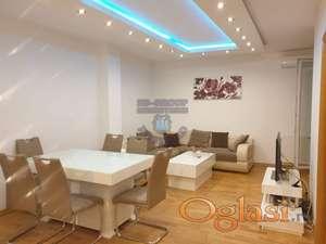 Fantstičan stan u novoj, luksuzno opremljenoj zgradi!