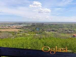 sa prelepim pogledom na Sremske Karlovce i Dunav. TANJA 065/66-48-306