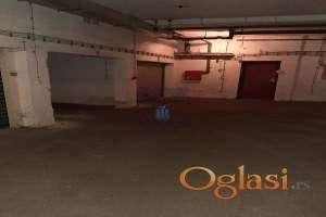Garaža u suterenu zgrade, prodaja je vezana sa prodajom stana od 52m2 u istoj zgradi.