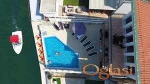 Apart-hotel na prvoj liniji mora. Herceg Novi, Njivice