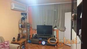 Prodajem stan u ul.Bozidar Adzije u Nisu