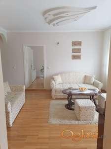 Lepo opremljen stan na Tatarskom Brdu Sa parking mestom