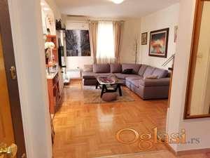 Dvosoban stan sa parkingom na bulevaru-125.000€