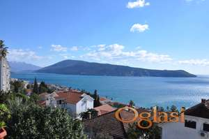 Prodaje se stan u Herceg Novom, sa visokim plafonima i pogledom na more