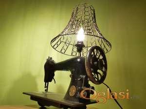 Stara vintage lampa Singer