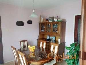 Komforan trosoban stan u Čalijama