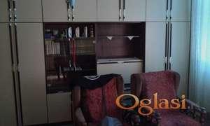 Izdajem dvoiposobnan stan u centru Novog Sada