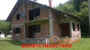 Kuća 240m blizu Gornjeg Milanovca