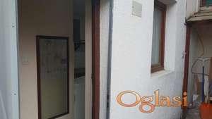 Petrovaradin, jednosobni, dvorišni stan 25m.kv.- 120 eura