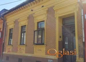 Gradska porodična kuća u strogom centru Novog Sada - pešačka zona