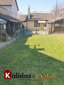 UKNJIŽENA kuća na Klisi površine  50m2 na placu 297m2