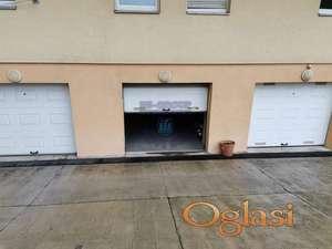 Odlična garaža sa rolo izolacionim vratima na senzor