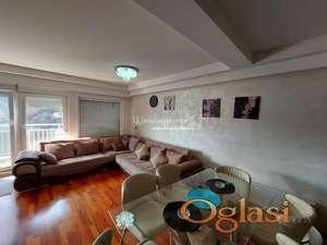 Izdavanje stanova na Dedinju-Četvorosoban lux stan,garaža, terasa od 30m2 sa kaminom