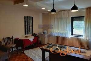 Odlican dvosoban stan u Kamenici kod policijske skole!!!021/662-0001