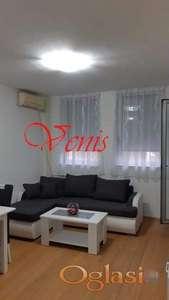 Bulevar Oslobođenja – kod Dnevnika 43 m2 - 300 Evra ID#1184
