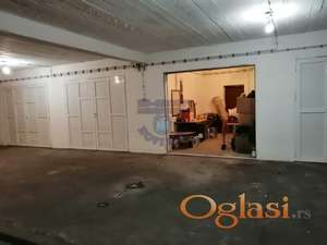 Uknjižena garaža sa rolo vratima na daljinski. Za više informacija pozovite.