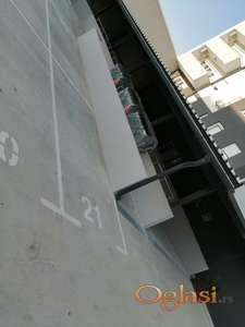 Garaza, zgrada do DiS-a