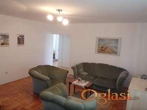Trosoban stan 70 kvadrata u najstrožijem centru Niša na prodaju povoljno