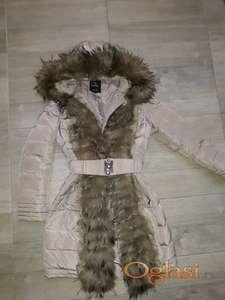 Zenska jakna s prirodnim bogatim krznom