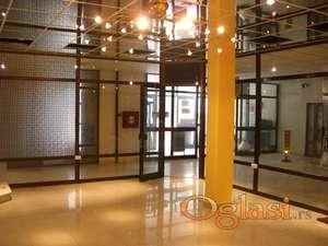 Poslovni prostor sa 20m izloga, u centru grada
