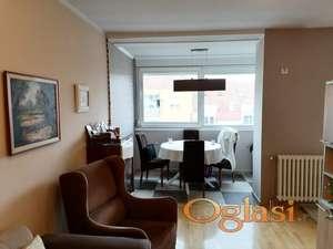 Odličan kompletno renoviran stan na Novoj Detelinari!
