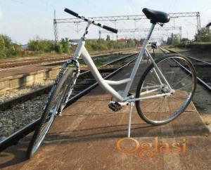 Ženski restauriran bicikl