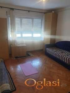 Izdajem stan u Novom Sadu