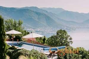 Kamena vila na Lustici. Luksuzna nekretnina u Crnoj Gori