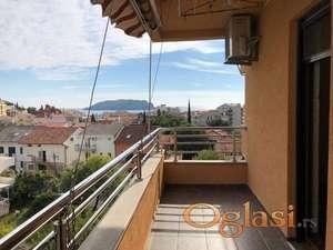Komforan stan u Budvi, Podkosljun. 3-soban, 2 terase. 1.378 eura/m2