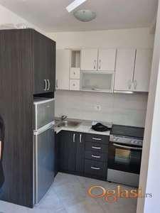 Izdaje se delimicno namesten stan u novoj  zgradi, jako mali troskovi- 200 eura