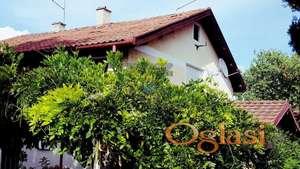 Odlična kuća u Bockama, lep položaj, pogled na ceo Novi Sad i Dunav