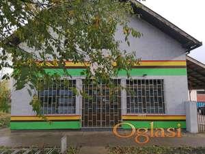 Poslovni objekat u centru Knićanina