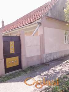 Porodična kuća sa baštom u blizini Novog Sada