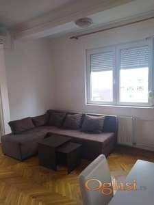 Lep dvosoban stan 45 m2 u novijoj zgradi u centru kod Socijalnog