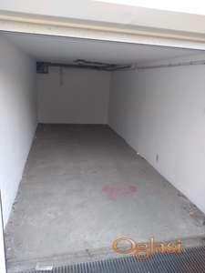 Izdajem garazu na Novoj Detelinari