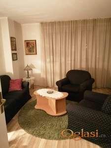 Dvosoban, lepo opremljen stan u SARAJEVSKOJ ulici
