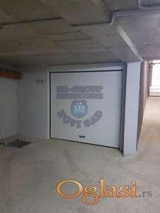 Garaža u suterenu nove zgrade na Podbari. Cena je sa PDV-om!!!