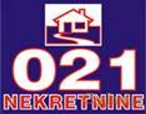 Trosoban stan u urbanoj vili, centar Sremske Kamenice!!